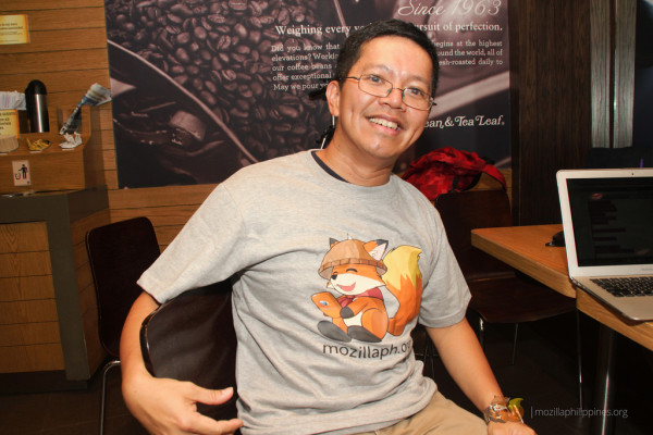 Jet proudly wears the MozillaPH shirt showing Alab.