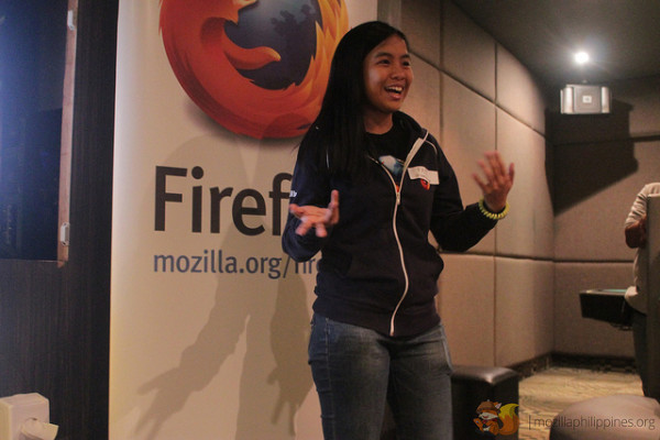Faye gave an introduction to the Women & Mozilla (WoMoz) initiative. First time for the Cebu crowd to hear a talk about WoMoz.