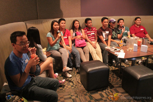 "The ""shyness"" of the meetup attendees were soon gone ... after the 2nd song was played in the videoke machine :-)"