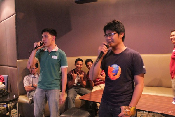 Ryan, after giving his Webmaker & Firefox Student Ambassadors talk, started the videoke session.