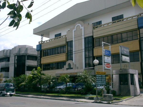 molave-building