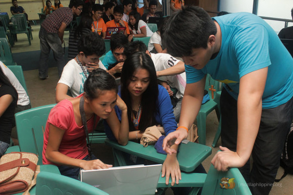 Marcus Ang, one of our volunteers, helping attendees in solving their technical problems.