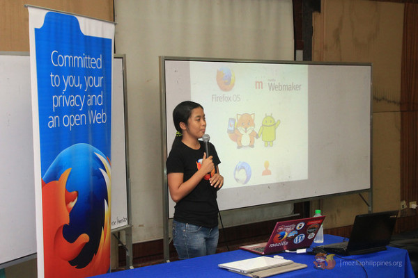 Faye Tandog orients the attendees about Mozilla.